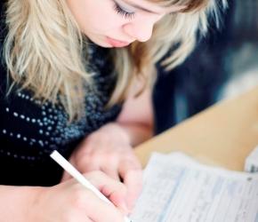 Contrats de Travail ©iStock.com/barsik